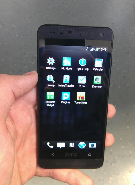 hands on images of the htc one mini leak features a 4 3. Black Bedroom Furniture Sets. Home Design Ideas
