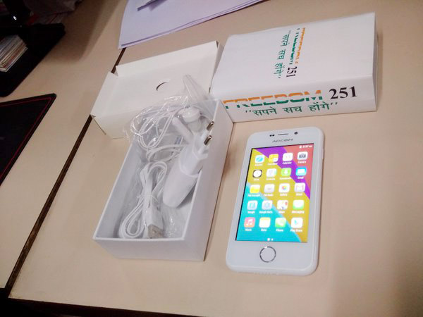 Freedom 251 Hands On Box Contents