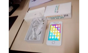 Freedom 251 hands-on photos appear, looks like a smaller iPhone